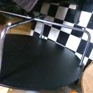 黒いガラステーブル