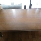 茶色のテーブル
