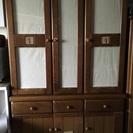 カントリー調の食器棚