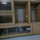 食器棚です。レンジと電気釜おけるタイプで使いやすいです。