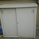 外の押し入れ 庭の収納倉庫