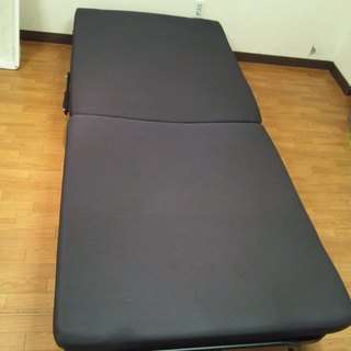 便利な折り畳み式ベッド!明日までに引き取りにこれる方、お願いします!