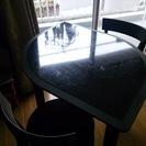 木葉型ブラック二人用ダイニングテーブル