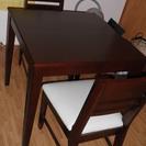 テーブルと椅子2脚(75㎝×75㎝×高さ70.5㎝)