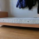 組み立て式シングルベッド(マットレス付き)無料で譲ります。