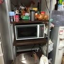 ダークブラウンの食器棚(炊飯器用の...