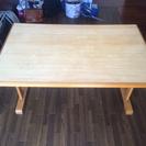 テーブル上げます。折り畳み椅子4脚付き