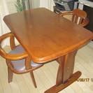 テーブル、回転椅子4脚を譲ります