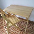 便利な折りたたみ木製机&椅子