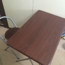 折りたたみテーブルと椅子のセット