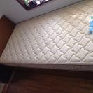 シングルベッド+マットレス(傷、汚れあり)お譲りします。