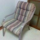 とても軽いパイプのソファー。メッシュ地で涼しい。2脚で3千円。