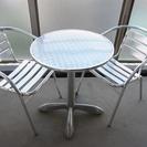 ガーデンテーブル・チェアセット(テーブル&チェア×2)差し上げます。