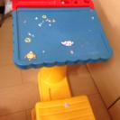 子供用机、イスついた便利おもちゃ