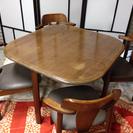 テーブルと椅子4脚のセット