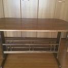 木製の下収納付きテーブル