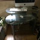 ガラスのパソコンテーブル