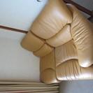 オレンジ色の皮のソファー  今月中 直接取りに来られる方