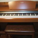 ヤマハの電子ピアノ J-8000 椅子つきです