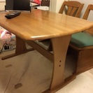 (取引中)テーブルと椅子2脚差し上げます。