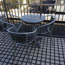 庭、バルコニー用の机と椅子