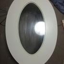 シンプルな楕円形テーブル