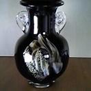 カメイガラスの花瓶を売ります。