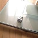 IKEAスモークガラスダイニングテーブル