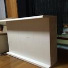 白のカウンターテーブル