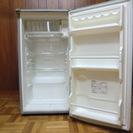 小型冷蔵庫引き取りに来られる方にお譲りします。キャンセルのため再出...
