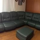 たっぷり掛けられるソファーです