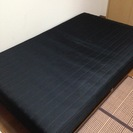 セミダブルのベッド(脚付きマットレス)