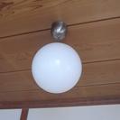 無印かIKEAで購入した丸い照明
