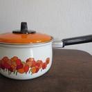 ◆昭和レトロ◆ヤマタカ・琺瑯の片手鍋・花柄・未使用新品・18㎝
