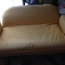 黄色のソファ