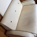 引き取り限定。白い二人掛けソファ貰ってください!