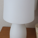 無印の白磁テーブルライト