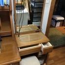 ドレッサー椅子とランプ付いている
