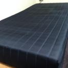 黒コイルマット足付きベッド