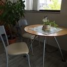 マルテーブルと椅子2脚