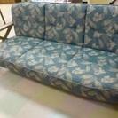 ブランド品、カリモクの古いソファ 一人用と三人用の2つ