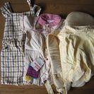 幼児(赤ちゃん)服2着、靴下(未使用品)、赤ちゃん用キャリー