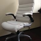 オフィスチェア(ホワイト)フカフカした座り心地 高さ調整可能