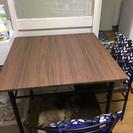 テーブル1つ、椅子2つのセットです