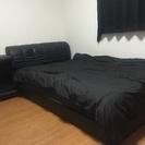 セミダブルベッド ベッド横に置くテーブル?