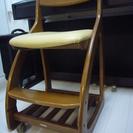 学習机の付属椅子、本棚、照明