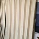 ベージュのカーテン      3サイズ あります