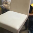 【中古】白の革の椅子