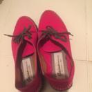 やや、アジアン風の靴。