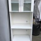 白の食器棚!